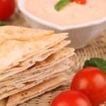 Постер, плакат: Pita bread and tomato dip