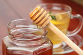 Pouring honey — Stock Photo