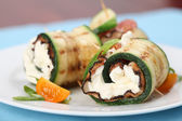 Zucchini rolls with pepper bacon and cheese — Stock Photo