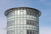 современный офис с фасадом из стекла — Стоковое фото