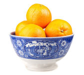Oranges in an ancient hand-painted bowl — Stock Photo
