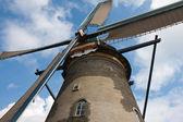 Vista frontal de um moinho histórico nos países baixos — Foto Stock