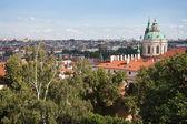 Antenn stadsbilden i praha, sett från den kullen hradcany — Stockfoto
