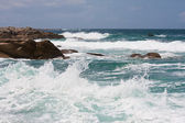 Waves breaking at rocky coast of Brittany — Stock Photo