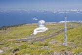 Télescope au-dessus des nuages au plus haut pic de la palma, îles canaries — Photo