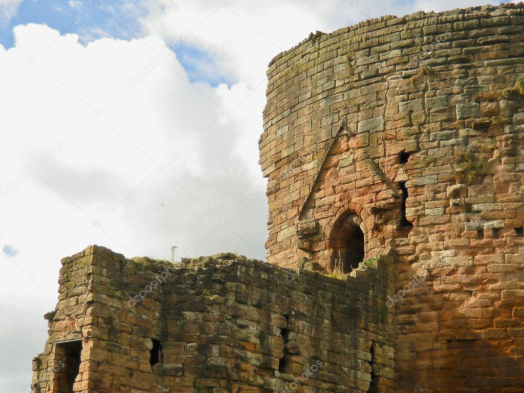 A look at the Donjon of Bothwell Castle from the courtyard. — Stock Photo #7595276