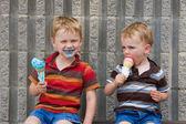 Eating ice cream — Stock Photo