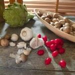 Garlic, cherry tomatoes, crimini mushrooms... — Stock Photo