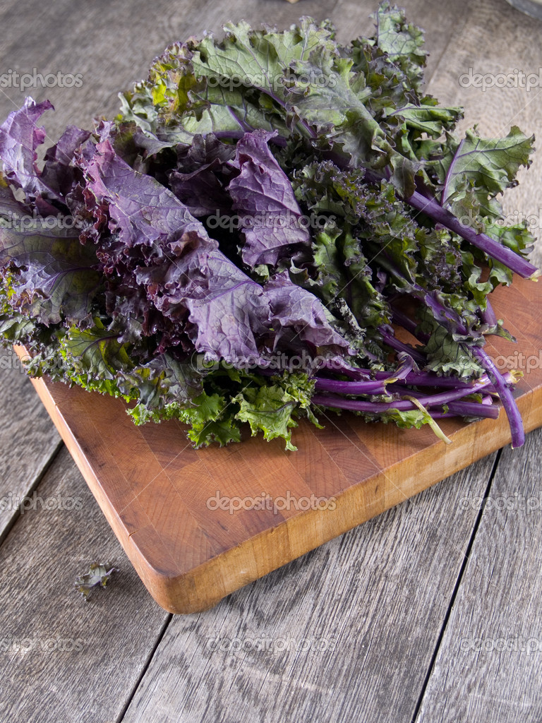 Red kale on a wooden cutting board — Stock Photo #7507059