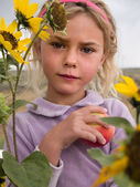 Little girl holding an apple — Stock Photo