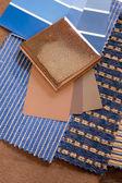 Blå och brun tygprover med en keramiska plattor — Stockfoto