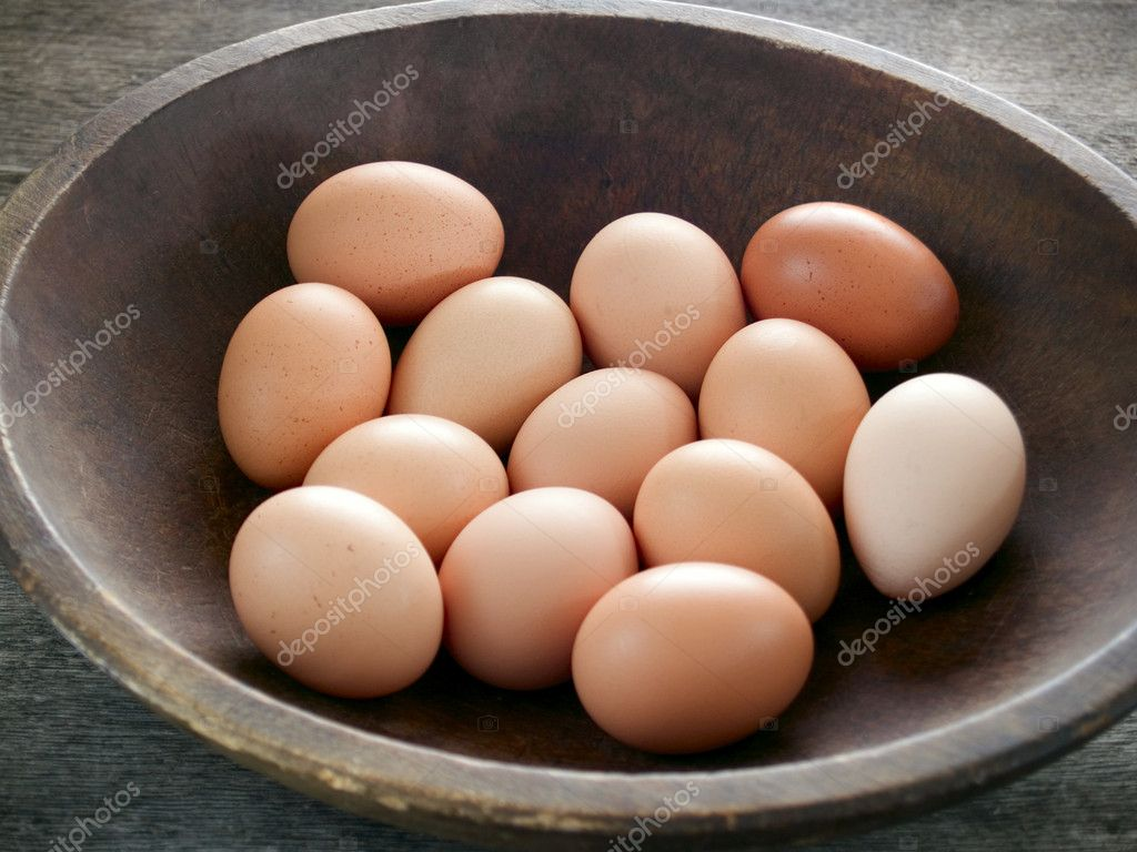 Brown eggs in a wooden bowl on a rustic table — Stock Photo #7625653