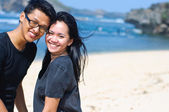 Happy asian couple on the beach — Stock Photo