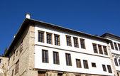 Sunshine steen traditioneel huis op kastoria (makedonia, Griekenland) — Stockfoto
