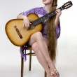 Beautiful girl who plays the guitar — Stock Photo