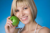 Girl with a green apple — Stockfoto