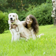 Girl with the golden retriever in the park — Stok fotoğraf