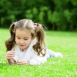 Child lying on the grass — Stock fotografie