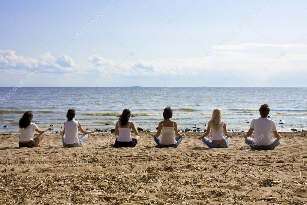 Image of a group of sitting on the beach — Stock Photo #7489226
