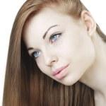 長い髪と美しい若い女の子 — ストック写真