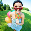 Bright woman in sunglasses — Stockfoto