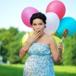 Pregnant girl surprised — Stock fotografie