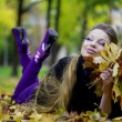 Beautiful girl in the autumn park — Foto de Stock