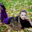 Beautiful girl in the autumn park — Stock Photo