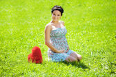Beautiful pregnant woman with a heart — Stock Photo