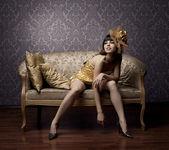 Lyxiga glamorösa modeller i guld — Stockfoto