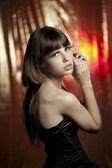 Piękna dziewczyna w klubie disco — Zdjęcie stockowe