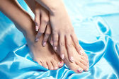 Piękne wypielęgnowane stopy z schludny pedicure — Zdjęcie stockowe
