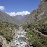 Wild Urubamba river flowing through valley — Stock Photo