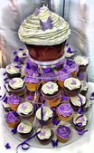 HDR Wedding Cake - Purple and White Chocolate Cupcakes — Foto Stock