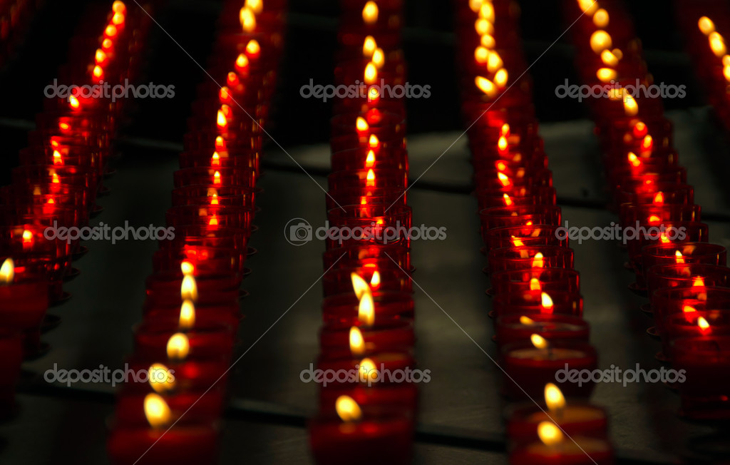 Vertical Rows of Red Church Candles. Macro closeup — Stock Photo #7477442