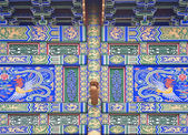 Chinese trditional colorful decorations of gate — Stock Photo