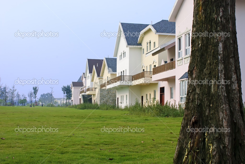 Neat and tidy home in suburban residential area — Stock Photo #7486626