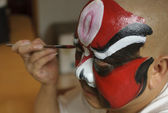 A chinese opera actor is painting his face back stage — Stock Photo