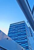 Moderne wolkenkratzer-glaswand — Stockfoto