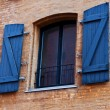 Foto Stock: Window with shutters