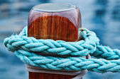 Rope knot on wood of ship — Stock Photo