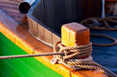 Wooden bitt with rope — Stock Photo