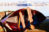 Wooden boat restoration cruiser on background — Stock fotografie