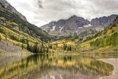 Maroon Bells on a cloudy day. — Stock Photo