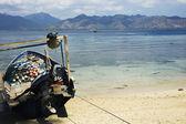 рыбацкая лодка и видом на ломбок остров — Стоковое фото