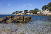 Beach and rocks on the French Riviera — Stock Photo