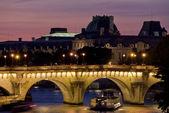 Parijs uitzicht op de rivier de seine een zonsondergang — Stockfoto