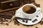 Koffiekopje op bruine achtergrond — Stockfoto