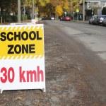 English School Zone Sign — Stock Photo
