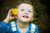 Kid a pampeliška — Stock fotografie